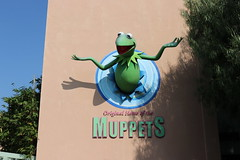 "Kermit the Frog at the Jim Henson Studio • <a style=""font-size:0.8em;"" href=""http://www.flickr.com/photos/28558260@N04/44890448165/"" target=""_blank"">View on Flickr</a>"