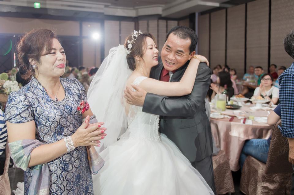台南東東宴會式場 婚宴 走在幸福的紅毯上 R & B 111