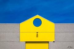 Socx_0618-8-2 (Mich.Ka) Tags: abstract abstrait architecture bâtiment bâtimentindustriel façade geometric geometrique hautsdefrance industrial industrialdesign jaune ligne line mur nord socx wall yellow