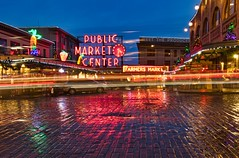 Pike Market Long Exposure (Jeff Carlson) Tags: seattle downtown wet reflection pikeplacemarket neon holiday holidays pike market