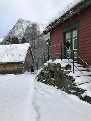 Rekkedal tun -|- Yard (erlingsi) Tags: erlingsi iphone erlingsivertsen rekkedal ørsta noreg sunnmøre winter snøv snow