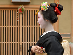 New Year (byzanceblue) Tags: gion miyagawacho maiko geiko geisha girl female woman beauty kimono kanzashi traditional formal 祇園 舞妓 とし恵美 京都 宮川町 black 花街 駒屋 稲穂 正月 2017年 新年 挨拶 新年挨拶 kyoto toshiemi white color colour flower nikkor 2019 kyotoprefecture bokeh people costume background photo portrait professional lady lovery 芸妓 着物 natural 祇をん ぎをん fresh shadow shirt d850 red beautiful