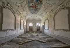 (Kollaps3n) Tags: urbex abandoned villa abbandono decay abandonedplaces italy nikon