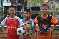 soccer players (the foreign photographer - ฝรั่งถ่) Tags: three boys soccer players colorful clothes khlong lard phrao bangkhen bangkok thailand nikon d3200