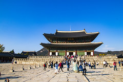 Gyeongbokgung Palace (Synghan) Tags: gyeongbokgung palace seoul travel destination attraction landmark local regional oldstyle antique eaves architecture building builtstructure hotspot frontview imperialpalace royalpalace royal street crowded photography horizontal outdoor colorimage fragility freshness nopeople foregroundfocus adjustment interesting awe wonder fulllength depthoffield vivid sharpness autumn fall cool coldtemperature canon eos80d 80d sigma 1770mm f284 dc macro lens 서울 경복궁 여행지 한국 근정전 geunjeongjeon