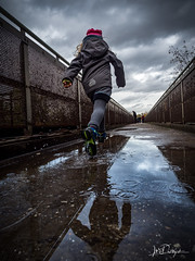 Rainy Day (Blende18.2) Tags: fun rain rainyday water splash run girl blue pink clouds olympus explore running omdem1markii