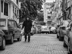Street 604 (`ARroWCoLT) Tags: streetphotography sokak people blackwhite bw art insan human arrowcolt monochrome bnwdemand bnwpeople bnw bnwstreet ishootpeople blackandwhite portrait streetportrait istanbul turkey türkiye üsküdar canon200d 24mmstm walkingstick baston road bread ekmek
