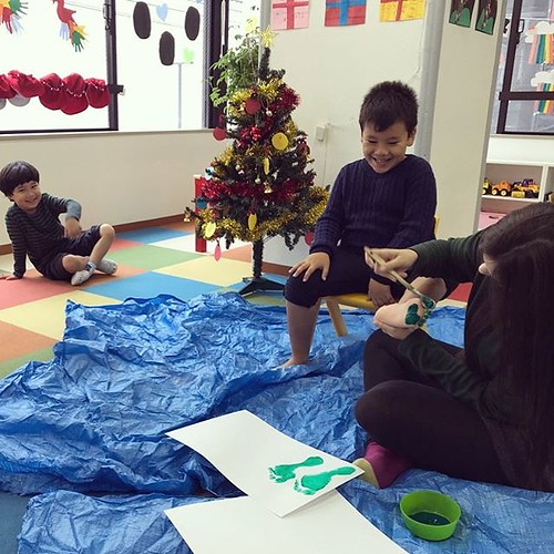 Ticklish Christmas toes #tokyo #preschool #artsandcrafts #daycare #kindergarten #christmas #クリスマス #東京 #幼稚園 #保育園 #絵の具