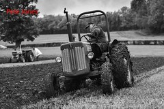 International Harvester B414 ploughing. (Woodpecker1952) Tags: ploughingmatch tractors oldtractor ploughing farming agriculture cultivation internationalharvester