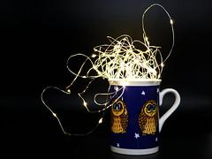 Gute Nacht Licht! (ingrid eulenfan) Tags: 2019 kaffeepause coffeebreak 365project kaffee coffee cup coffeepot tasse licht lichterkette eule owl