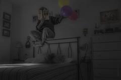 Bella Ciao.                                                                   #InspiraciónBdF84 (*Nenuco) Tags: globos libro book levitación room girl woman nikon d5300 nikkor 18105 jesúsmr