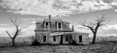 New Mexico's most photographed abandoned house (Squirrel Girl cbk) Tags: 2019 estancia february newmexico abandoned house home