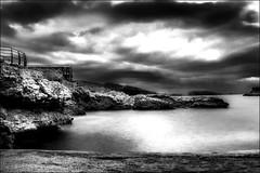 Un matin calme... / A quiet morning... (vedebe) Tags: mer méditerranée marseille plage noiretblanc netb nb bw monochrome poselongue ville city rue street urbain urban provence