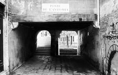 img002.jpg (francesco19739) Tags: venice italy leica monochrome ilford bw bridge stairs
