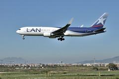 AEROPORT BARCELONA-EL PRAT (Andreu Anguera) Tags: avión aeroplano boeing767 latam barcelona elpratdelllobregat aeropuerto ciudad andreuanguera