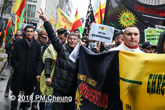 Demonstration: Der Wunsch nach Freiheit lässt sich nicht verbieten! – 01.12.2018 – Berlin - IMG_9893 (PM Cheung) Tags: 25jahrepkkverbot ypg kurden polizei polizeigesetze berlin derwunschnachfreiheitlässtsichnichtverbieten derwunschnachfreiheitlässtsichnichtverbietengemeinsamgegenpolizeigesetze pkkverbotundnationalismus bundesweitedemonstration interventionistischelinke kurdistan rojava türkei 01122018 demonstration demo pag polizeiaufgabengesetz kurdendemonstration pmcheung protest repression überwachung bundesinnenministerhorstseehofer kundgebung 2018 protestfotografie pomengcheung mengcheungpo auftaktkundgebung wwwpmcheungcom aufhebungpkkverbot afd facebookcompmcheungphotography polizeistaat arbeiterparteikurdistans protestveranstaltung rotehilfeev partiyakarkerênkurdistanê ernk bundesinnenministerrudolfseiters auseinandersetzungen rangeleien diepkkgehörtzudeutschland serihilde