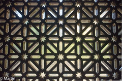 Spain 2018-4 (pa0mjm) Tags: nikon d7000 spain córdoba mezquita cathedral mosqe window bw graphic building symmetrical lines stars