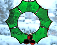 window wreath - HBW & HWW! (karma (Karen)) Tags: baltimore maryland home decorations stainedglass wreath dof bokeh hbw windows hww cmwd