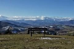 una panchina sul paesaggio - Arcevia (walterino1962 / sempre nomadi) Tags: panchina neve colline monti pendii valli campicoltivatiearati case paesi nubi nuvole luci ombre riflessi arcevia ancona