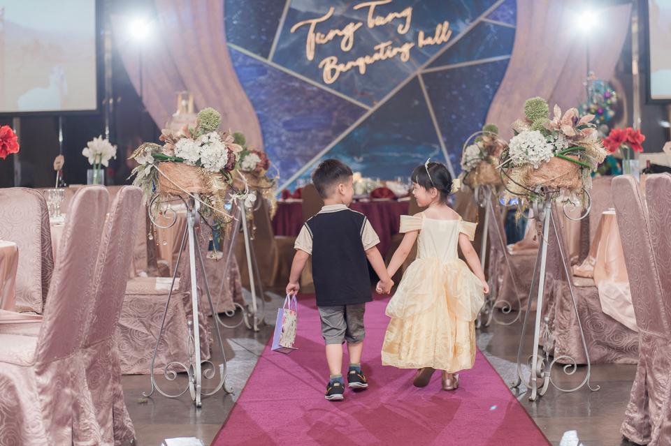台南東東宴會式場 婚宴 走在幸福的紅毯上 R & B 091