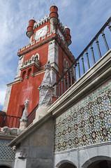 Red, soaring... (Pálacio da Pena, Sintra) (Tormod Dalen) Tags: portugal sintra palacio pena travel palaciopena tamronsp1024 tamron