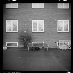 Fejø (tiltdesign2016) Tags: ilfordilfosol319 ilfordhp5400asa 400800 analogphotography bw adoxgolf63 dänemark denmark canoncanoscan9000f mittelformat fejø fejo apartment