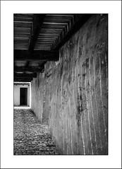 Derrière la porte.... (Panafloma) Tags: 2018 architecturebatimentsmonuments bandw bw détailsarchitecturaux fr famille france géographie nadine nadinebauduin natureetpaysages personnes techniquephoto végétaux blackandwhite chateau couloir monochrome noiretblanc noiretblancfrance ombres porte