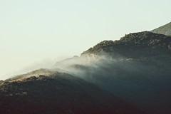 Caressée par les nuages (dono heneman) Tags: caressé caress nuage cloud paysage landscape leverdesoleil sunrise ciel sky végétal vegetal végétation forêt forest arbre tree montagne montain nature lumière light monslatrivalle hérault languedocroussillon occitanie france pentax pentaxart pentaxk3