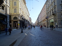 Milano (52) (pensivelaw1) Tags: italy milan statues trump starbucks romanruins thefinger trams cakes architecture