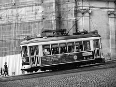 Tranvía, Lisboa, Portugal (Angel Talansky) Tags: lisboa lisbon tramway tram portugal elevator lisbontram street city