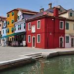 Les maisons de la Riva dei Santi, Burano, lagune de Venise, Vénétie, Italie. thumbnail