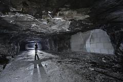 Une cloison déformée... (flallier) Tags: carrière souterraine gypse underground gypsum quarry subterranean plâtrière plâtre galerie tunnel cloison déformée déformation silhouette nikon d800 zeiss distagon