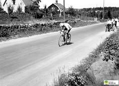 tm_6097 - 1934 (Tidaholms Museum) Tags: svartvit positiv idrott cykel landsväg grusväg cykellopp 1934 1930talet