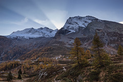 Spunta il sole (cesco.pb) Tags: simplonpass passodelsempione monteleone hubschhorn dawn sunrise switzerland svizzera alps alpi canon canoneos60d tamronsp1750mmf28xrdiiivcld montagna mountains
