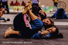 Bjj Girls (BLLLCCC) Tags: feminino female jiujitsu girls bjj gi kimono mat tatame fight luta barefoot barefeet feet pés descalça soles solas baresoles teens technique pressure pressão martialarts esporte deporte sport chulé gente