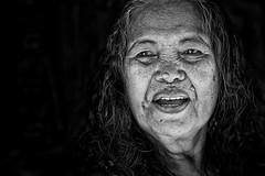 Charlize (Ma Poupoule) Tags: sorong papouasie papoua indon indonésia indonésie indonesia porträt portrait ritratti ritratto dent dents teeth face nb noirblanc noir blackwhite biancoenero bianconero bw happyplanet
