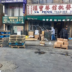 Ya Feng Trading (Wires In The Walls) Tags: manhattan 2018 newyork pallet wooden downtown chinatown yafengtrading graffiti keyz