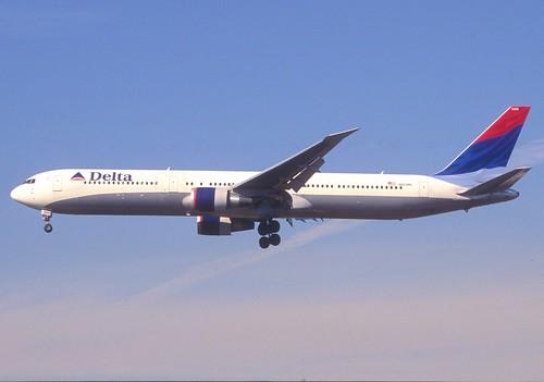 397eb - Delta Air Lines Boeing 767-400; N833MH@LAX;13.02.2006
