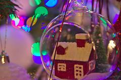 IMG_5814 (Jan van de Rijt) Tags: tamronspaf2875mmf28xrdildasphericalif canoneos50d christmas kerst kerstmis kerstboom kerstbal ornament house bokeh