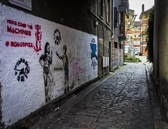 Carmarthen Place, Bermondsey Street (London Less Travelled) Tags: uk unitedkingdom britain england london city urban street bermondsey londonbridge southwark southlondon sign art streetart graffiti sculpture statue
