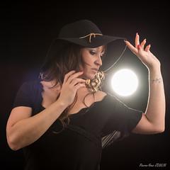 Chapeau ! (Papayankee33) Tags: chapeau clara lumière modèle nikon24120mmf4gvr nikond750 objetselémentsettextures pcb studio textureseffets bordeaux nouvelleaquitaine france fr