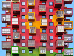 Colourful living (Ulrich Neitzel) Tags: architecture architektur box building colourful colours cube fenster gebäude mzuiko40150mm modern olympusem5 red residential rot schweden square sweden window wohnhaus