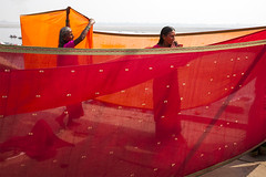 Drying Sari (Dick Verton ( more than 13.000.000 visitors )) Tags: india varanasi laundries dhobiwallah red saris