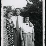 Archiv R882 Mutter und Kinder, 1960er thumbnail