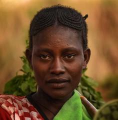 Field Worker (Rod Waddington) Tags: africa african afrique afrika äthiopien ethiopia ethiopian ethnic etiopia ethnicity ethiopie etiopian omovalley omo outdoor portrait people dareshe tribe traditional tribal culture cultural woman field farm worker