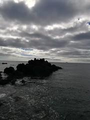 Divers in the dark (Jojo Flow) Tags: natuur nature rots rock divers water zee ocean oceaan sea beach cloudy wolk lanzarote uitzicht