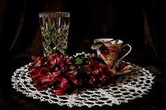 Astromerie 1 (jadwigatrzeszkowska) Tags: astromeria kwiaty serwetka kryształ szkło wazon filiżanka jadwigatrzeszkowska warszawa polska pnasonic