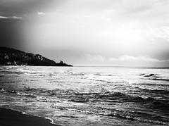 5329 - Sperlonga (Diego Rosato) Tags: sperlonga golfo gulf borgo bourh spiaggia beach mare sea truglia torre rocca tower rook cielo sky nuvole clouds bianconero blackwhite fuji x30 rawtherapee