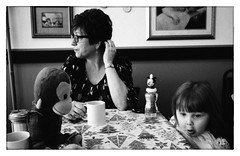 George and Leona spot something that doesn't catch Grandma's eyes... (Heinz9577961) Tags: leicam2 voigtländercolorskopar35mmf25ii ilfordhp56400hc110b6019ºc selfdevelop leona myrtlespies princetonil