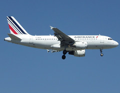 F-GRXB, Airbus A319-111, c/n 1645, Air France, ORY/LFPO 2018-05-07, short finals to runway 06/24. (alaindurandpatrick) Tags: fgrxb cn1645 a319 a319100 airbus airbusa319 airbusa319100 microbus airliners jetliners af afr airfrans airfrance airlines ory lfpo parisorly airports aviationphotography